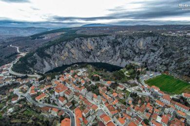 imotski-modro-jezero-gospin-dolac-768×432