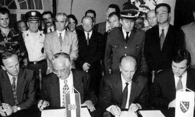 Signing_of_the_Split_Agreement,_22_July_1995